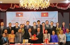 Dona Vietnam 15 mil libros de teoría política a Laos