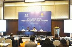 En Hanoi seminario sobre el  fomento de comercio digital para empresas pequeñas y medianas