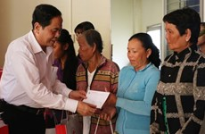Dirigente de Frente de Patria de Vietnam visita provincia sureña de An Giang en vísperas del Tet