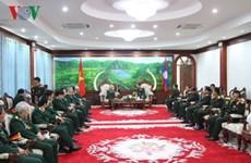 Ministro de Defensa de Laos recibe a ex soldados y expertos vietnamitas