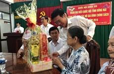 Visitan dirigentes de Vietnam a familias beneficiadas con  políticas preferenciales del Estado
