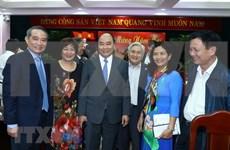 Visita Premier de Vietnam a funcionarios y exdirigentes de región central en ocasión del Tet