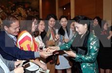 Presidenta de la Asamblea Nacional de Vietnam se reunió con el personal de Oficina Parlamentaria con motivo del Tet