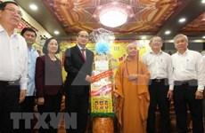 Dirigentes de Ciudad Ho Chi Minh transmiten a comunidades religiosas felicitaciones por el Tet