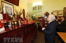 Máximo dirigente de Vietnam rinde homenaje a sus predecesores