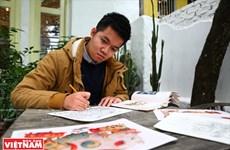 Pintor vietnamita se esfuerza por restaurar pinturas folclóricas tradicionales
