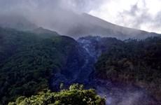 Evacuan en Indonesia a más de mil personas por erupción del volcán Karangetang