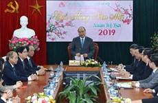 Premier vietnamita exhorta a Banco de Políticas Sociales a empeñarse en reducir la pobreza