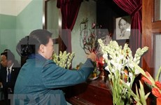 Máxima legisladora de Vietnam rinde homenaje al Presidente Ho Chi Minh