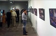 Exhiben en Vietnam fotos de científico húngaro sobre la etnia  Bru – Van Kieu