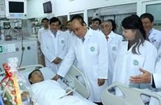 """Califica premier de Vietnam a los médicos como """"héroes silenciosos"""""""