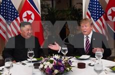 Presidente estadounidense Donald Trump y el líder norcoreano Kim Jong-un participan en cena de trabajo