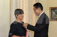 Conceden Medalla de la Amistad a ex-embajadora belga en Vietnam