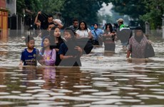 Se eleva a 80 el número de muertos por inundaciones en Indonesia