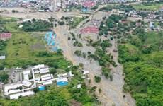 Se eleva a 107 el número de muertos por deslaves de tierra e inundaciones en Indonesia