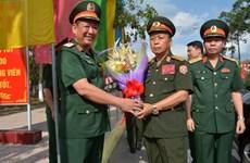 Visita delegación militar de Laos el Comando de Zona Militar 9 de Vietnam