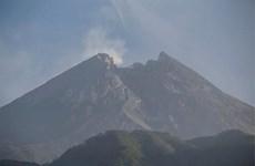 Reporta Indonesia erupción del volcán Merapi con nubes de mil 250 metros de altura