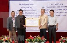 Otorgan regalos del máximo dirigente vietnamita a la escuela Laos-Vietnam en Vientiane