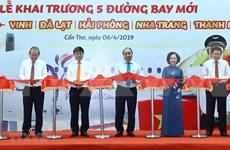 Premier vietnamita participa en inauguración de nuevos vuelos a ciudad de Can Tho