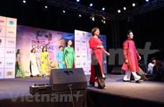 Presentan traje tradicional de Vietnam en Semana Global de Moda y Diseño en la India