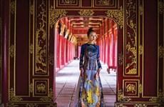Traje típico de mujeres vietnamitas hechiza a visitantes al Festival de Oficios Tradicionales de Hue