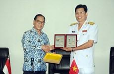 Aspiran a fortalecer cooperación entre los Ejércitos y las Marinas de Vietnam e Indonesia