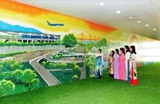 Pintura de cerámica gigantesca embellece aeropuerto de Noi Bai en Hanoi