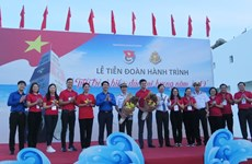 Zarpan jóvenes vietnamitas para participar en programa nacional de islas y mares