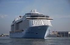 Arriba a puerto de Vietnam  uno de los mejores cruceros del mundo, con  casi seis mil  pasajeros
