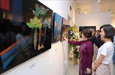 Presentan artistas de Corea del Sur en Vietnam obras tradicionales de laca