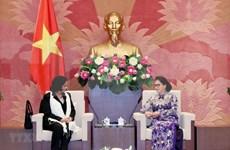 Presidenta de la Asamblea Nacional de Vietnam recibe a fiscal general de Cuba