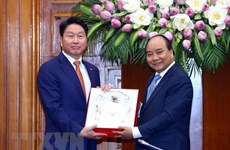 Premier vietnamita recibe al presidente del grupo surcoreano SK
