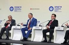 Dirigente vietnamita participa en debates del foro económico internacional en Rusia