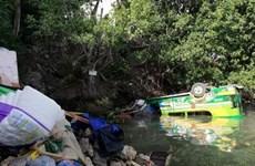 Tres muertos y 26 heridos tras una colisión de tres vehículos en centro de Filipinas