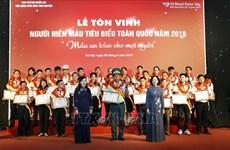 Honran en Vietnam a  los 100 donantes de sangre más destacados del país