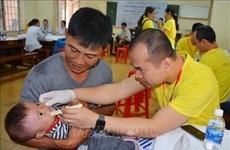 Entregan regalos a niños vietnamitas con deformidades faciales