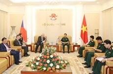Recibe jefe del Estado Mayor del Ejército de Vietnam a vicepresidente de Cámara de Diputados checa