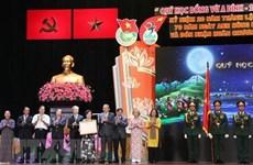 Honran al fondo de becas para alumnos de minorías étnicas