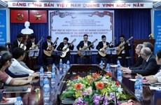 Celebran en Ciudad Ho Chi Minh cumpleaños de la reina británica Isabel II