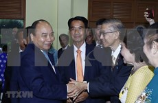 Premier Nguyen Xuan Phuc se reúne con vietnamitas residentes en Tailandia