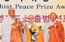 Recibe monja vietnamita Premio Mundial de la Paz del Budismo