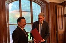Promueven Vietnam y Reino Unido oportunidades de cooperación en finanzas