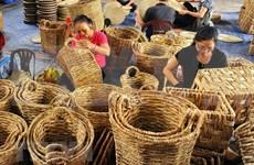 Presentan muestra de artesanías vietnamitas en Singapur
