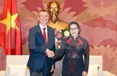 Propone presidenta del Parlamento de Vietnam incremento de nexos comerciales con Letonia