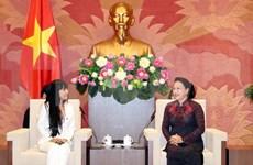 Valora presidenta del Parlamento de Vietnam nexos con Francia