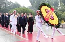 Rinden homenaje altos dirigentes  vietnamitas a héroes y mártires de la Patria