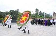 Dirigentes de Ciudad Ho Chi Minh rinden tributo a mártires