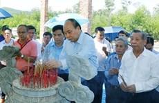 Rinde homenaje premier vietnamita a héroes y mártires en Quang Nam