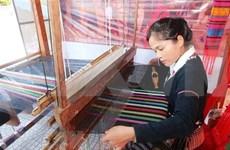 Promocionan productos de seda y brocado de Vietnam