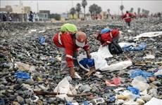 Jóvenes de Vietnam unen manos en lucha contra residuos plásticos